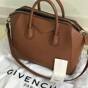 100% authentic Givenchy Antigona Medium - Cognac